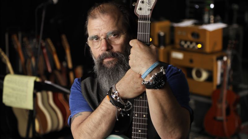 Steve Earle Enlists Miranda, Willie to Revisit Outlaw Music