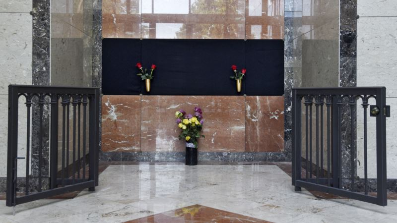 Judy Garland Returns to Hollywood, Laid to Rest in Mausoleum