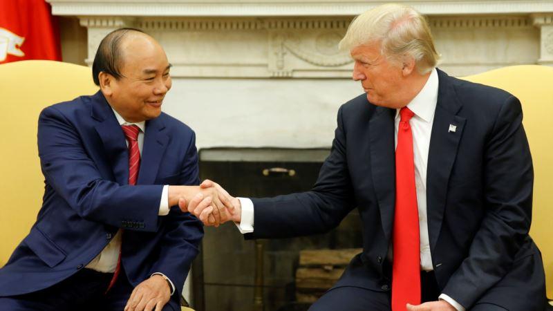 Trump Hails Signing of Deals Worth 'Billions' with Vietnam