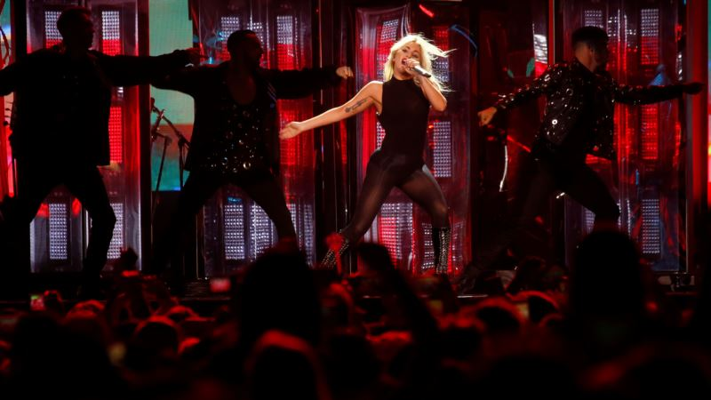 From Bars to Baseball Parks: Lady Gaga Readies Live Shows