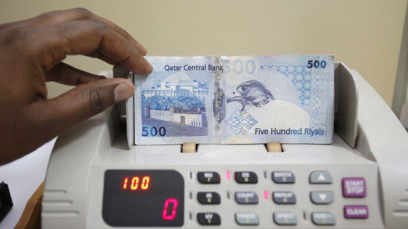 Qatari Riyal Under Pressure as Saudi, UAE Banks Delay Qatar Deals