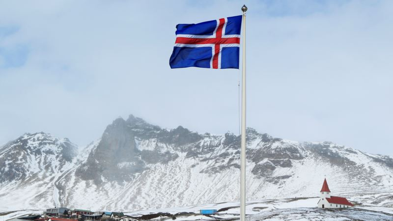 Red-hot Iceland Keeps Some Investors Out in the Cold