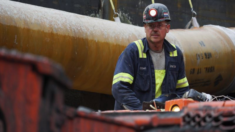 Trump Clings to Coal as Worldwide Demand Plummets