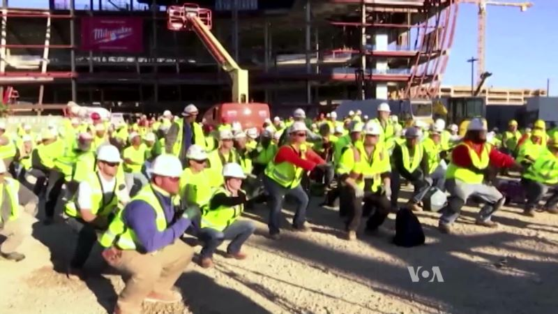 Group Exercises Make for Happier, Safer Construction Site