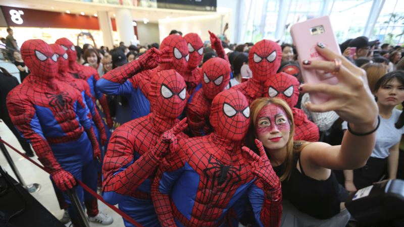Review: Holland, Cast Delight in 'Spider-Man: Homecoming'