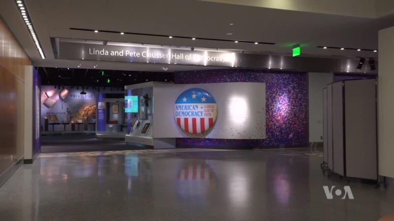 Exhibit Walks Tourists Through 241 Years of American History