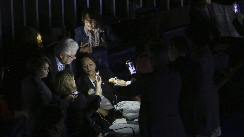 Brazilian Senators Stage Sit-in to Block Labor Reform Vote