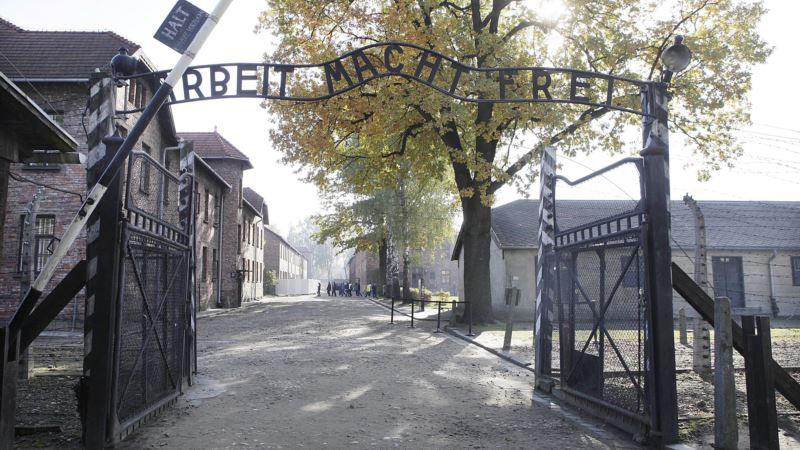 Art Exhibit in Poland Shows Auschwitz Through Inmates' Eyes