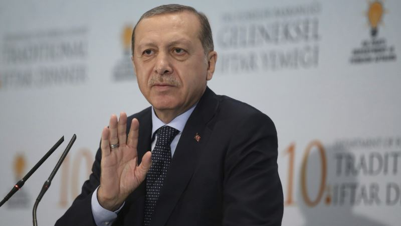Turkey Moves Further From Secularism in Dropping Evolution From Schools