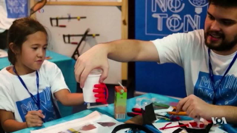 Inventor Transforms Lives with Cheap 3-D Prosthetics