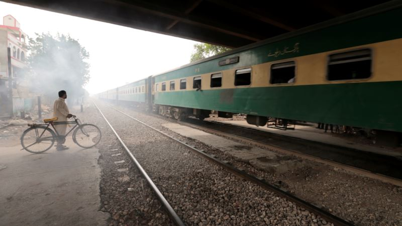 Pakistan Railway Revival Clashes With Shanty Towns
