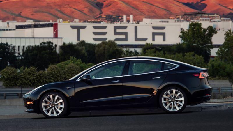 Tesla Seeks $1.5B Junk Bond Issue to Fund Model 3 Production