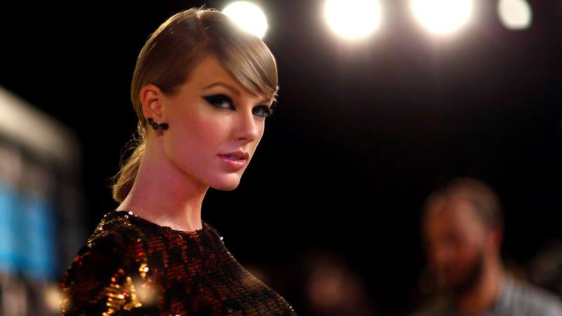 Taylor Swift Announces New Album in November