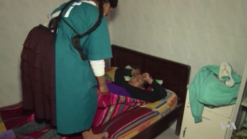 Traditional Midwives in Bolivia Join Doctors for Safer Births