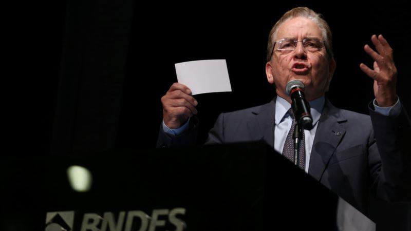 Brazil's Development Bank Chief Counters Temer on Economy
