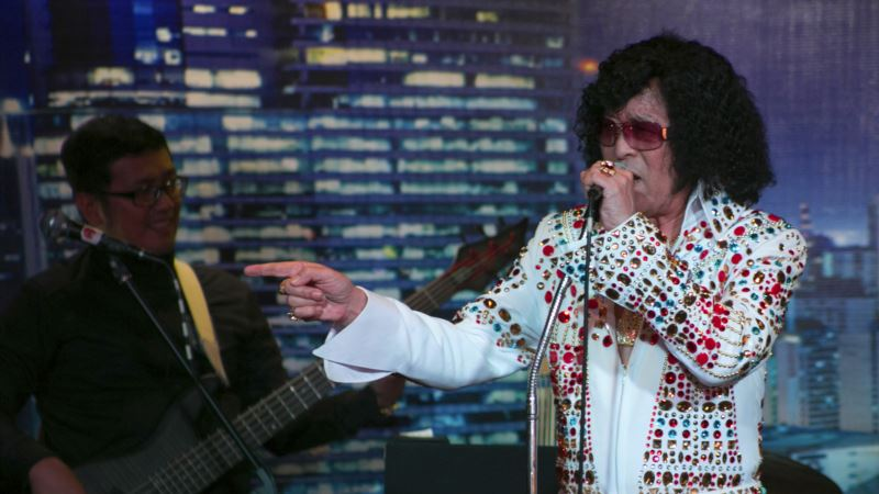 Decades After His Death, Elvis Is The King for Impersonators
