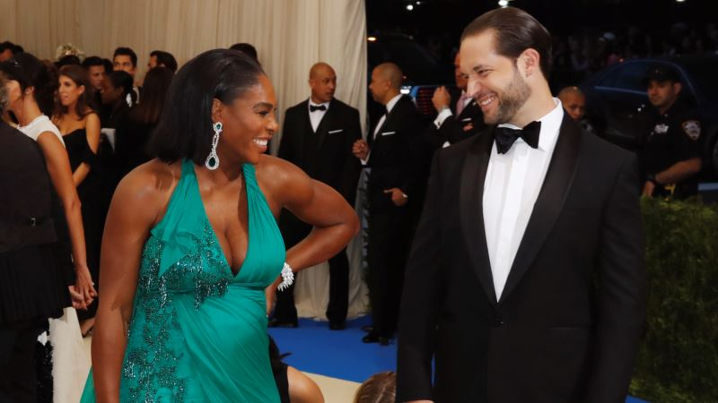 Coach: Serena Williams Gives Birth to Baby Girl