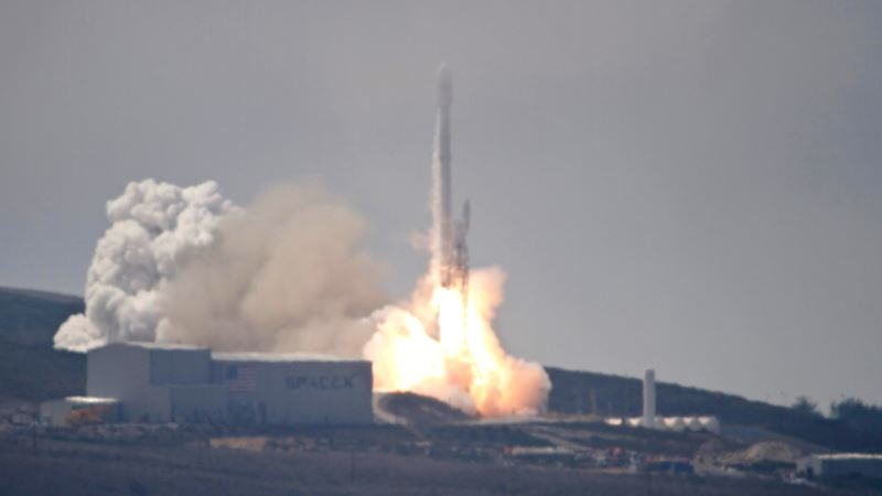 US Launches Spy Satellite From California