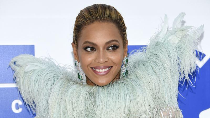 Miley Cyrus, Beyonce Join Harvey Storm Relief Effort