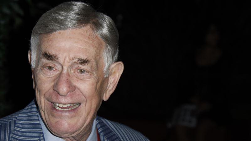 Comedian Berman Dies at 92