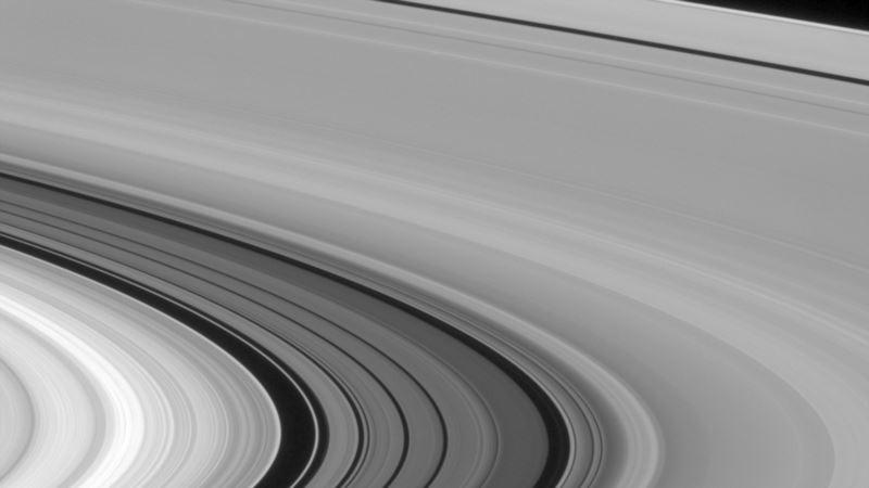 Cassini's Amazing Photos of Saturn, Rings & Moons