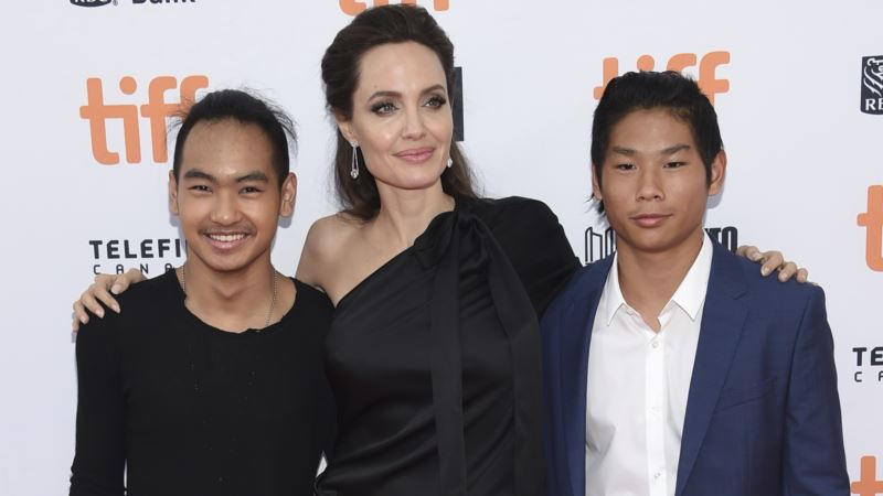 Directing Allows Angelina Jolie to 'Champion Other People'