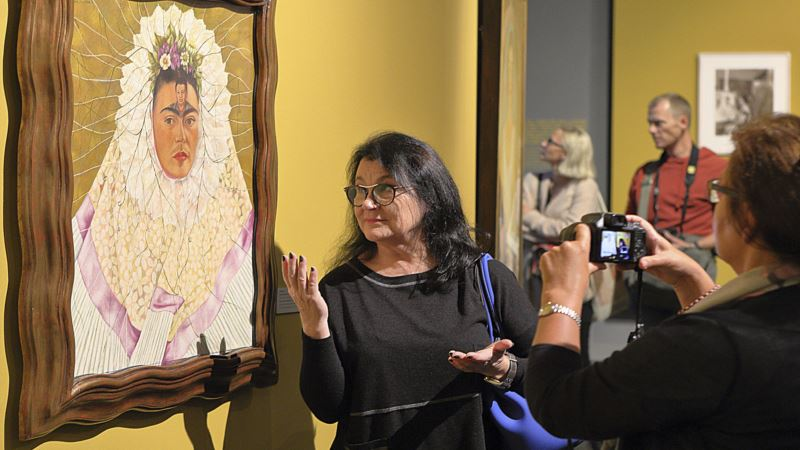 Exhibit Explores Polish Links of Artists Kahlo, Rivera