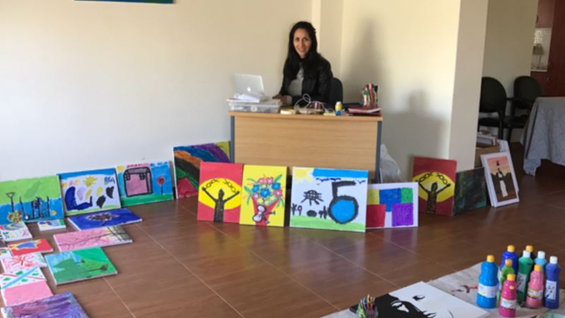 Flight Attendant Helps Refugees by Selling Their Art