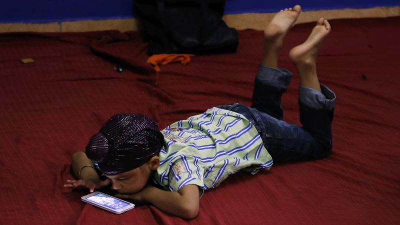Kids, Screens and Parental Guilt: Time to Relax a Bit?