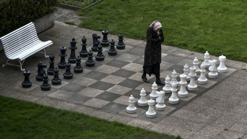 Iranian Chess Star, Banned for Not Wearing Hijab, to Play for US