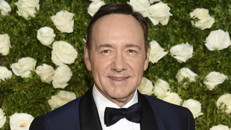 'House of Cards' Filming Suspended Amid Spacey Allegation