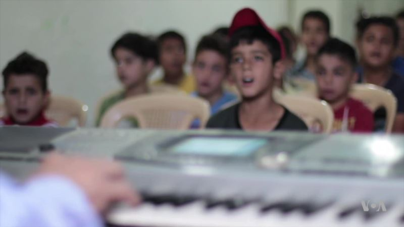 In Lebanon, Maestro Helps Voices of Refugee Children Rise Above Poverty, Divisions
