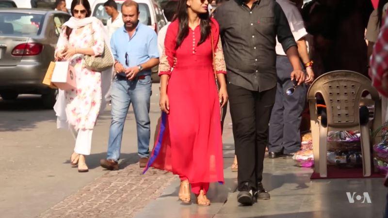 Pakistani Fashion Scores in India Despite Tense Bilateral Relations