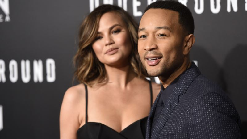 Ohio Waitress Says Model Chrissy Teigen Left $1,000 Tip