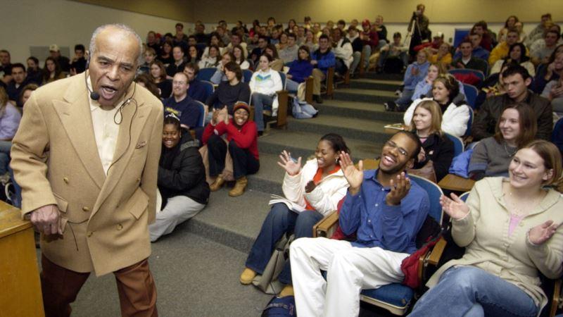 Pioneering Jazz Singer Hendricks Dies at 96