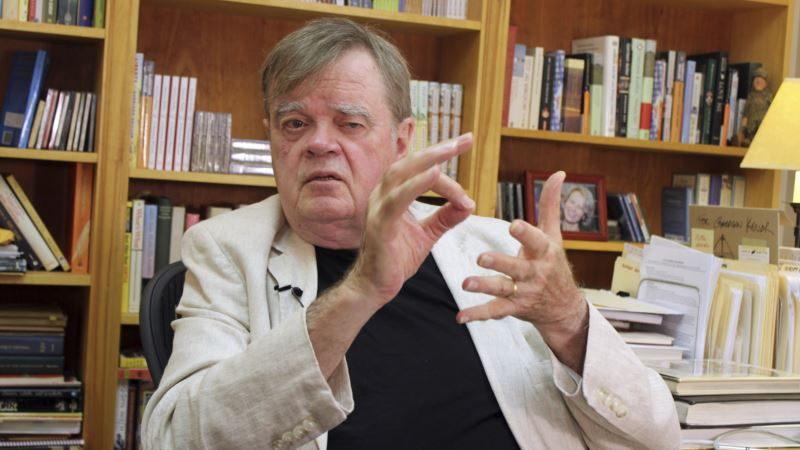 US Radio Host Garrison Keillor Fired Over Claim of 'Inappropriate Behavior'