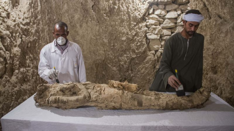 Discovery of Two Tombs Dating Back 3,500 Years Announced in Egypt