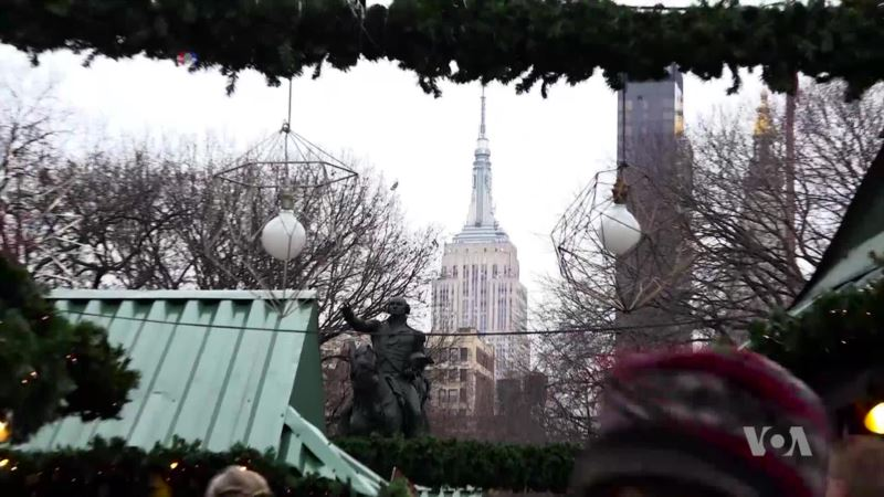 New York Gets Ready for Christmas