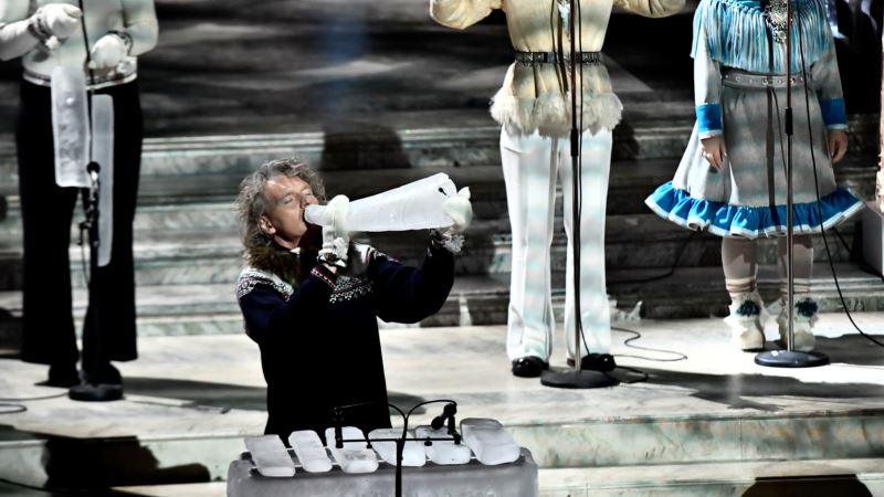 Chilled Music: Performer Makes Instruments Out of Ice