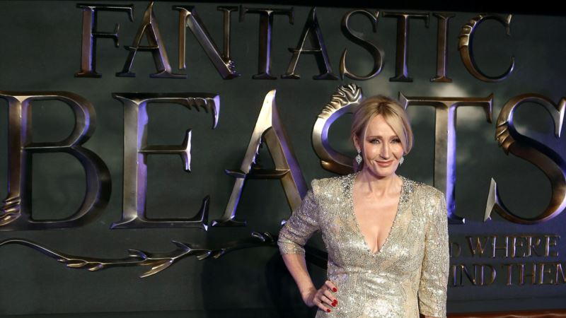 Rowling 'Genuinely Happy' Johnny Depp in Next 'Fantastic Beasts'