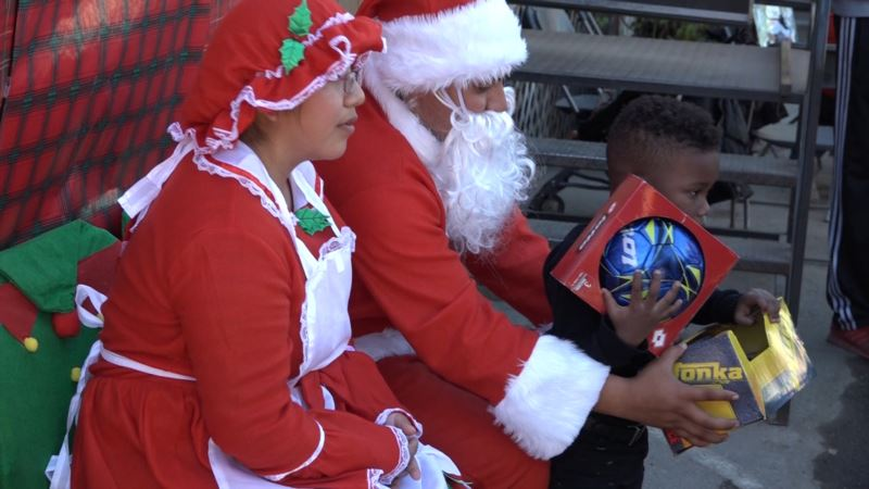 US Youth Conservation Group Enjoys Holiday Cheer
