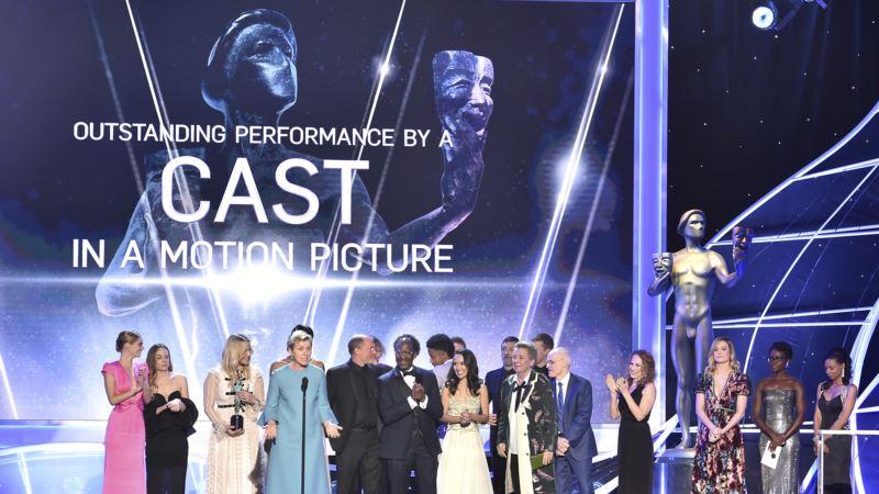 With a Lighter Touch, SAG Awards Follows a Familiar Script