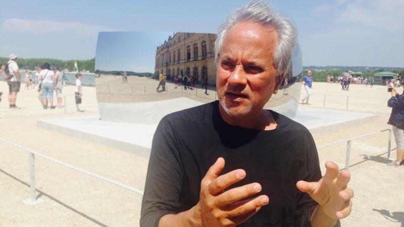 Sculptor Kapoor Gives $1M 'Jewish Nobel' Prize to Refugee Effort