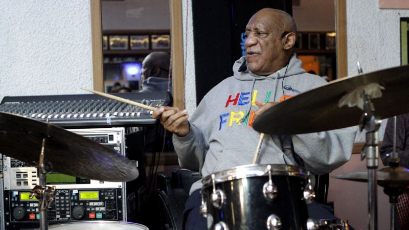 Bill Cosby Tells Stories at Club in 1st Show Since 2015