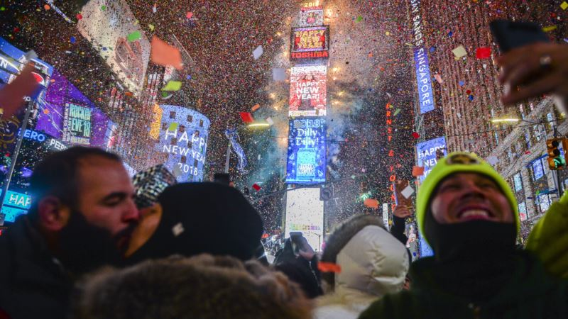 2018 Starts With a Bang as Fireworks Around the World Greet New Year