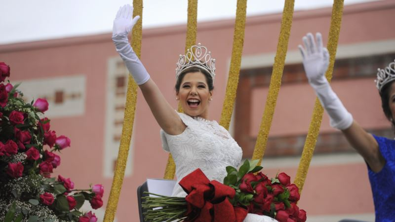 Flowers and Sunshine Greet Thousands for 129th Rose Parade