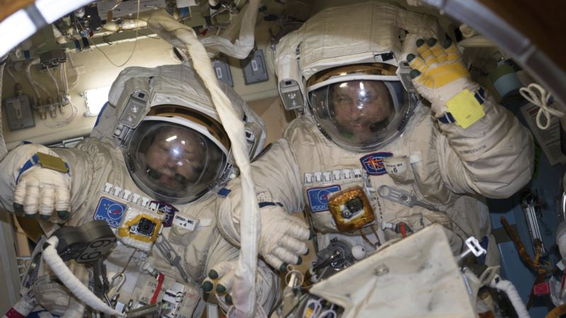 Recording-setting Spacewalk Ends with Antenna in Wrong Spot