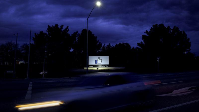 Facebook CEO Mark Zuckerberg Sets Course for Popular Social Media Site