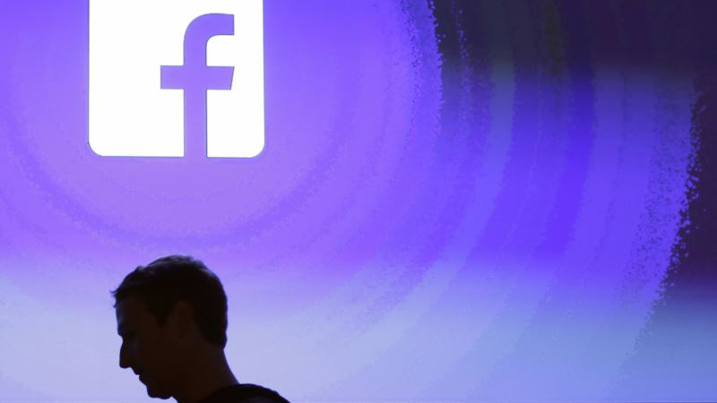 Zuckerberg Apology Fails to Quiet Facebook Storm