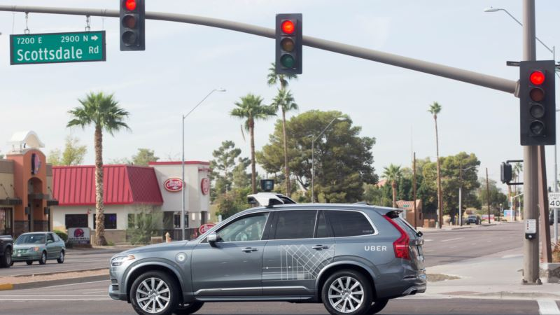Experts: In Self-Driving Cars, Human Drivers and Standards Come Up Short